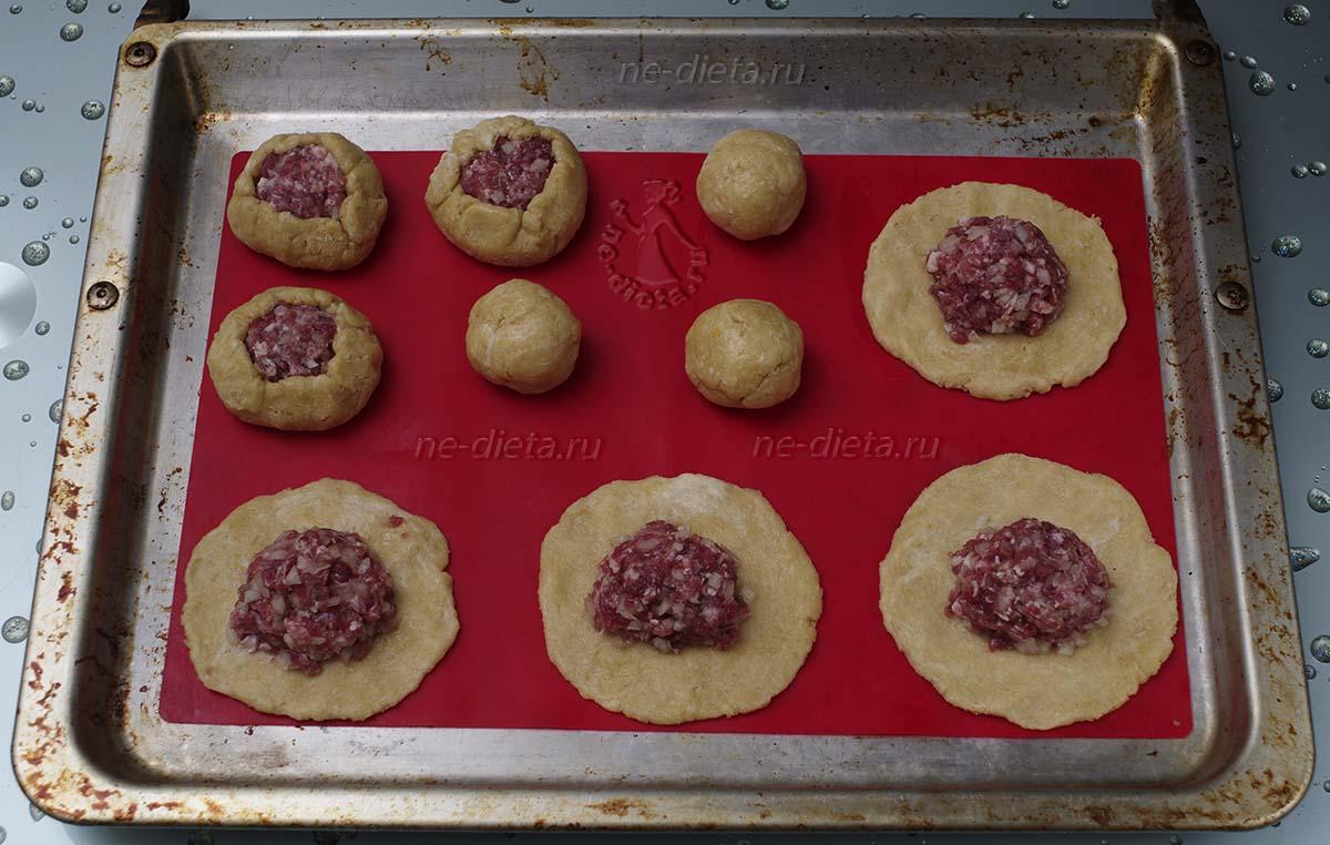 Слепить татарские пирожки