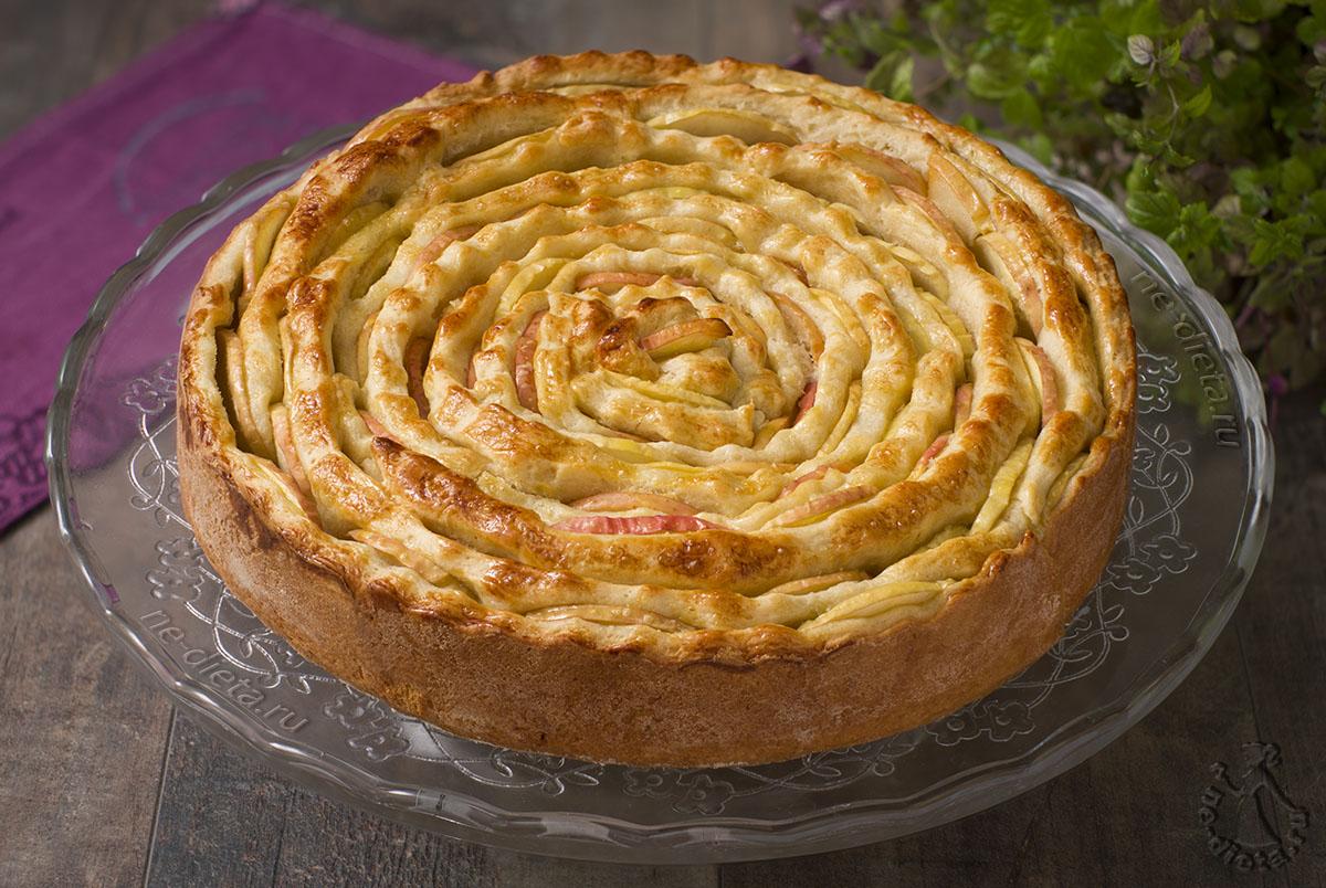 Красивый яблочный пирог