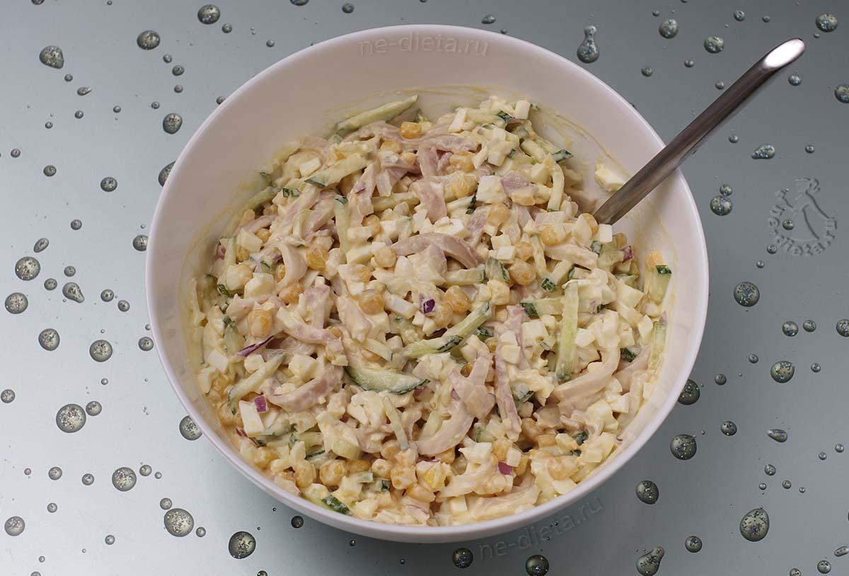 Салат из кальмара с яйцом и огурцом