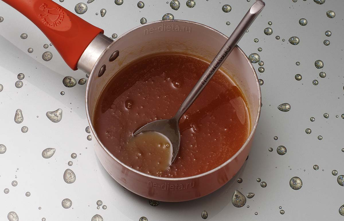 Растопить мед, сахар и масло