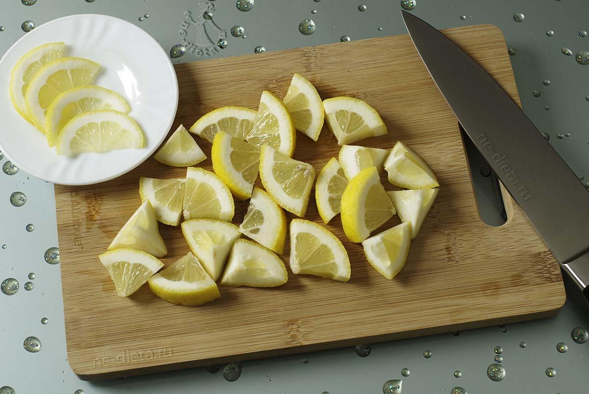 Лимон порезать ломтиками