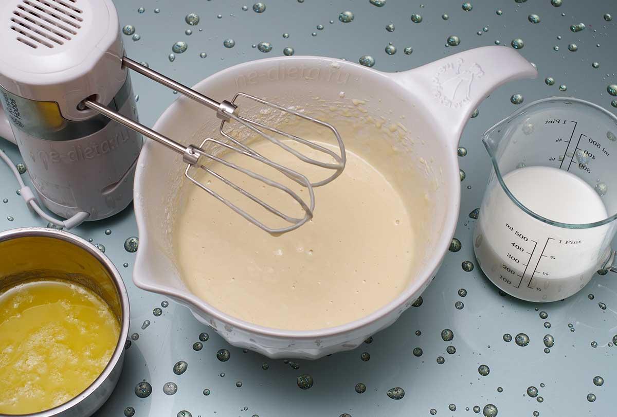 Добавить масло и остатки молока
