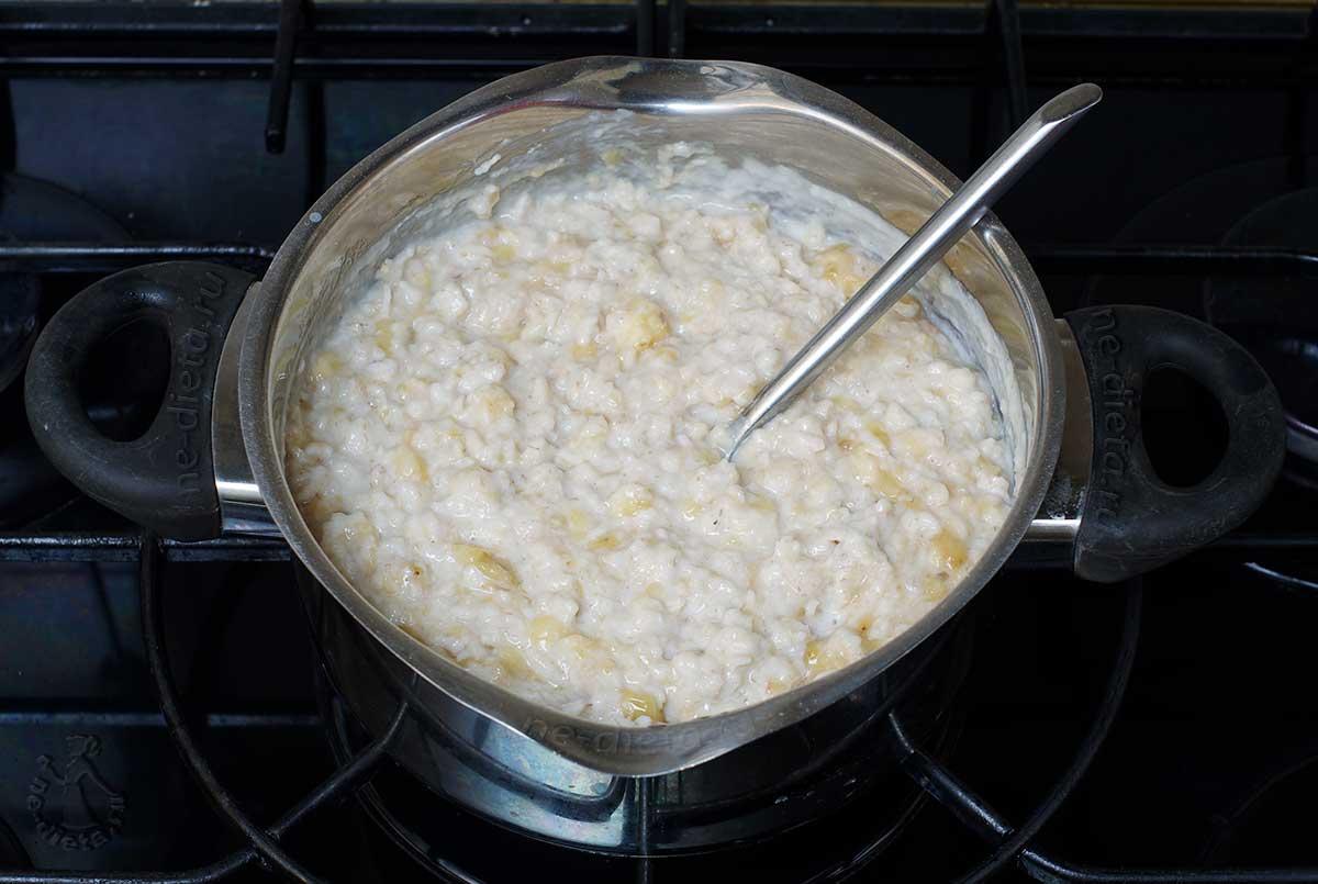 Овсяная каша на молоке с бананом
