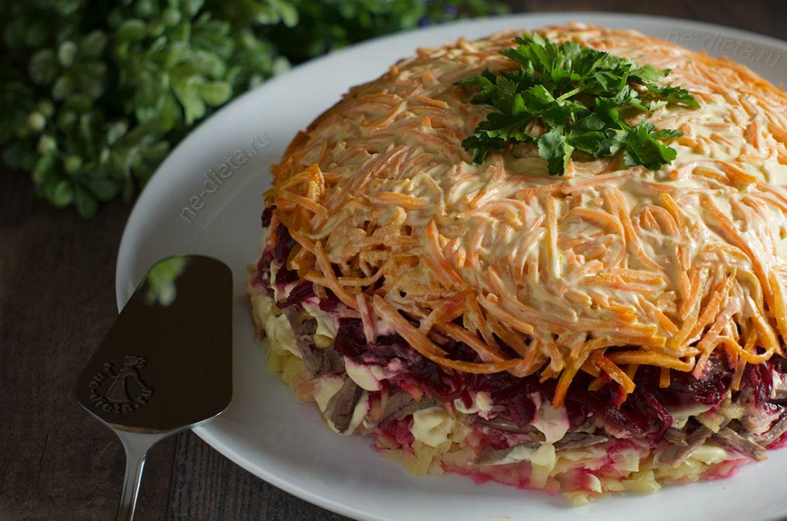 Слоеный салат с говядиной и корейской морковью