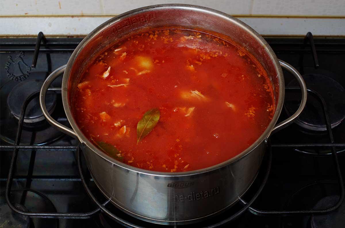 Томатный суп с курицей и картошкой