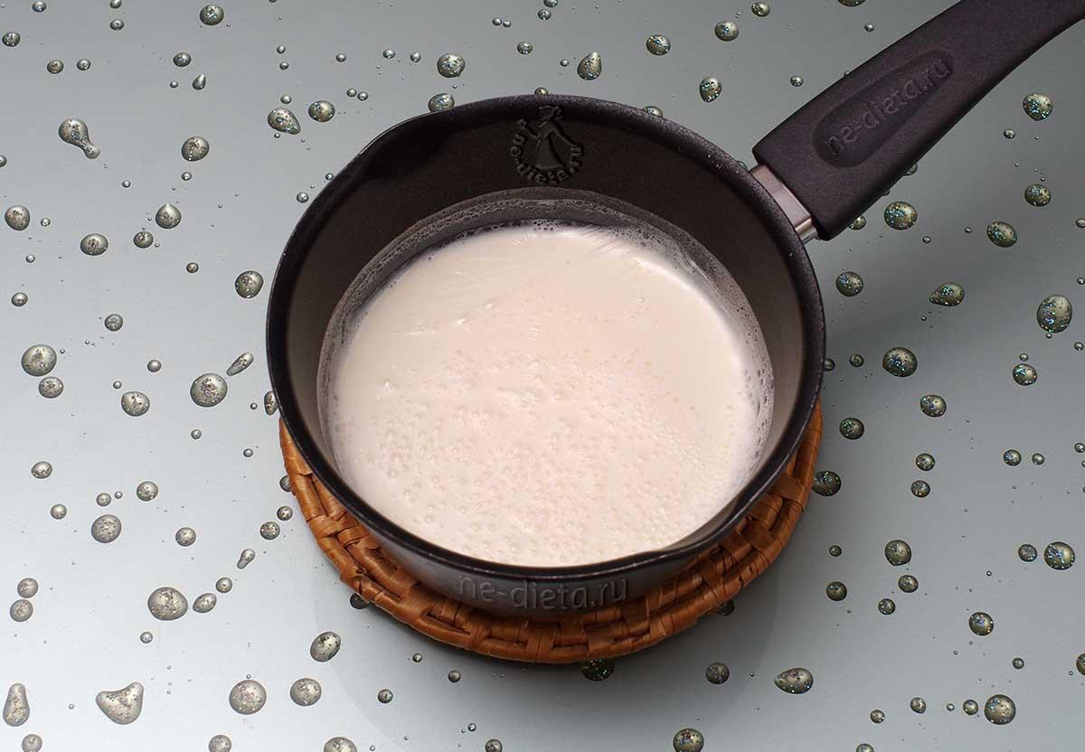 Молоко потомить на плите