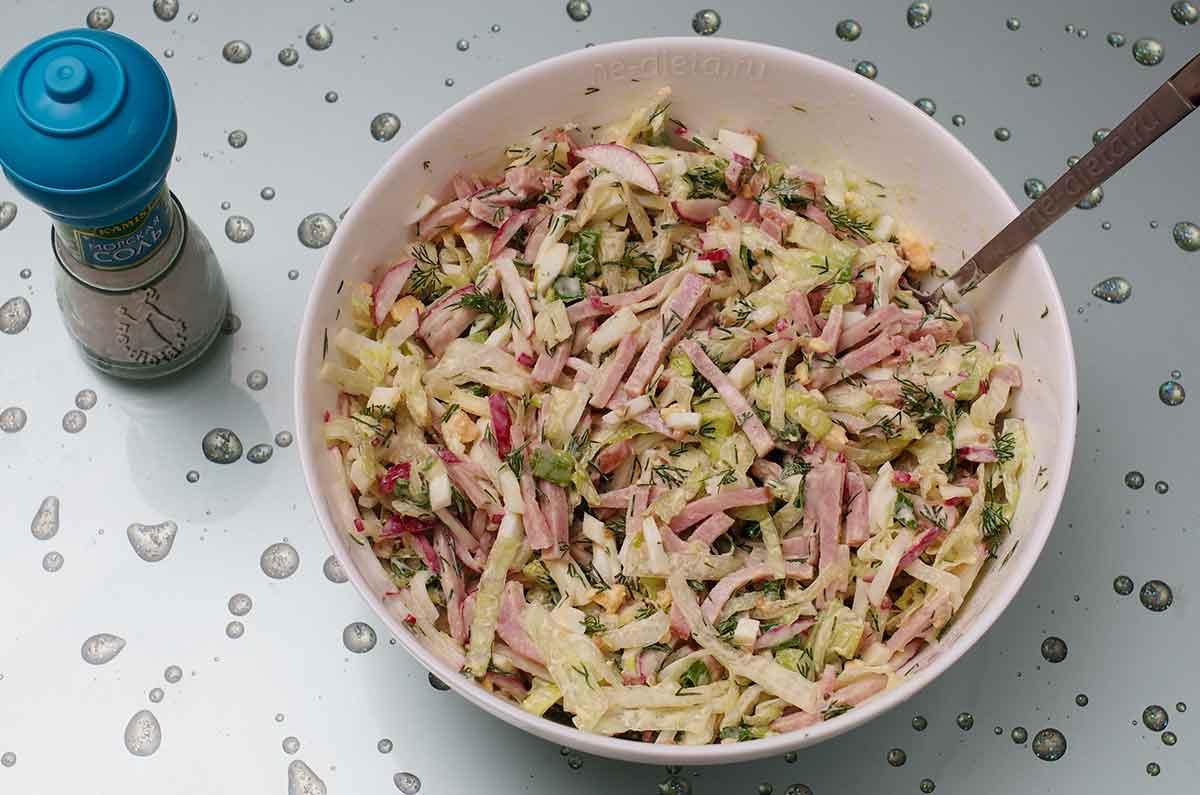 Салат с ветчиной и редисом