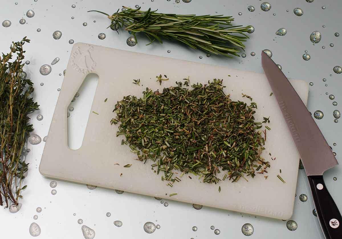 Пряные травы мелко порубить