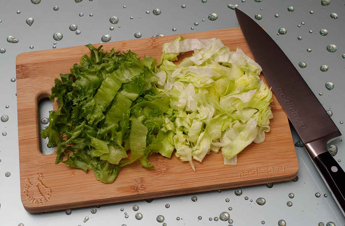 Нарезать листовой салат