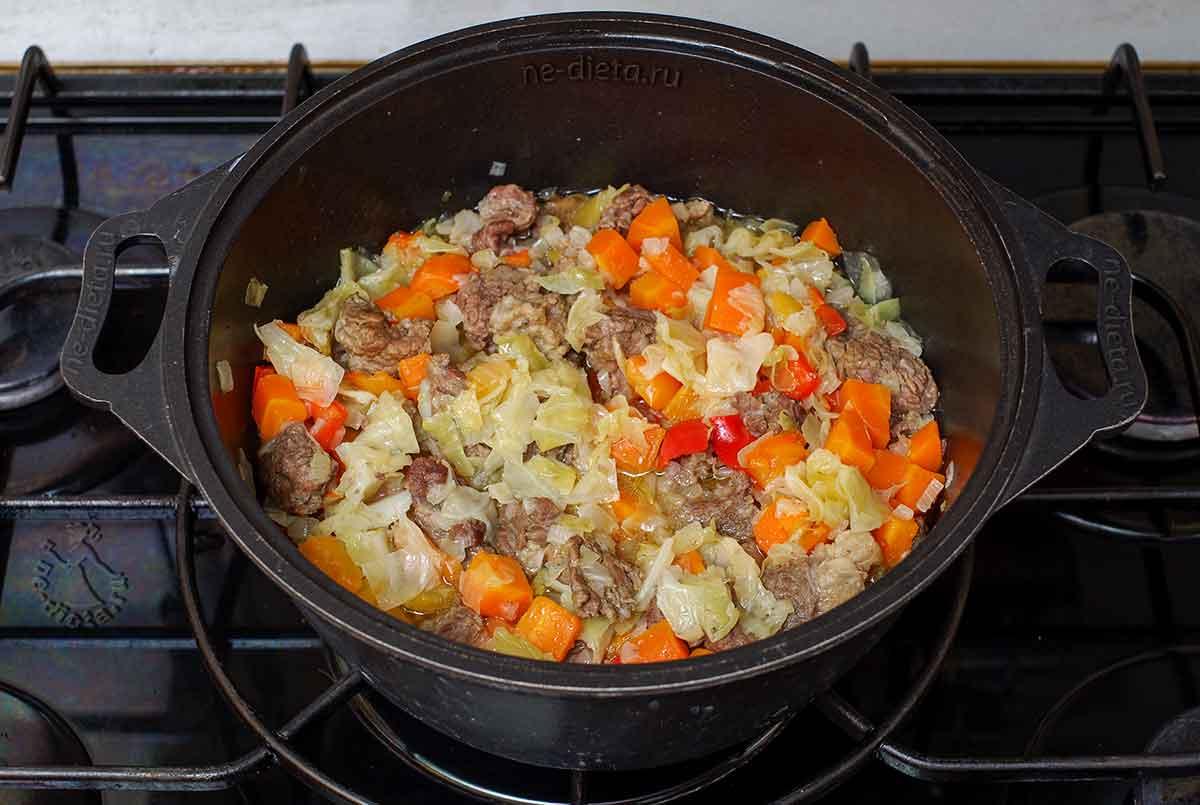 Овощи добавить к мясу