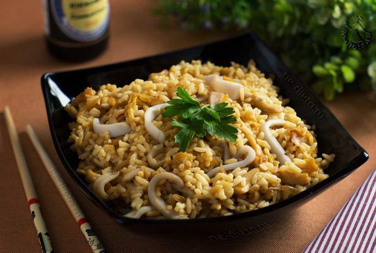 Жареные кальмары с рисом