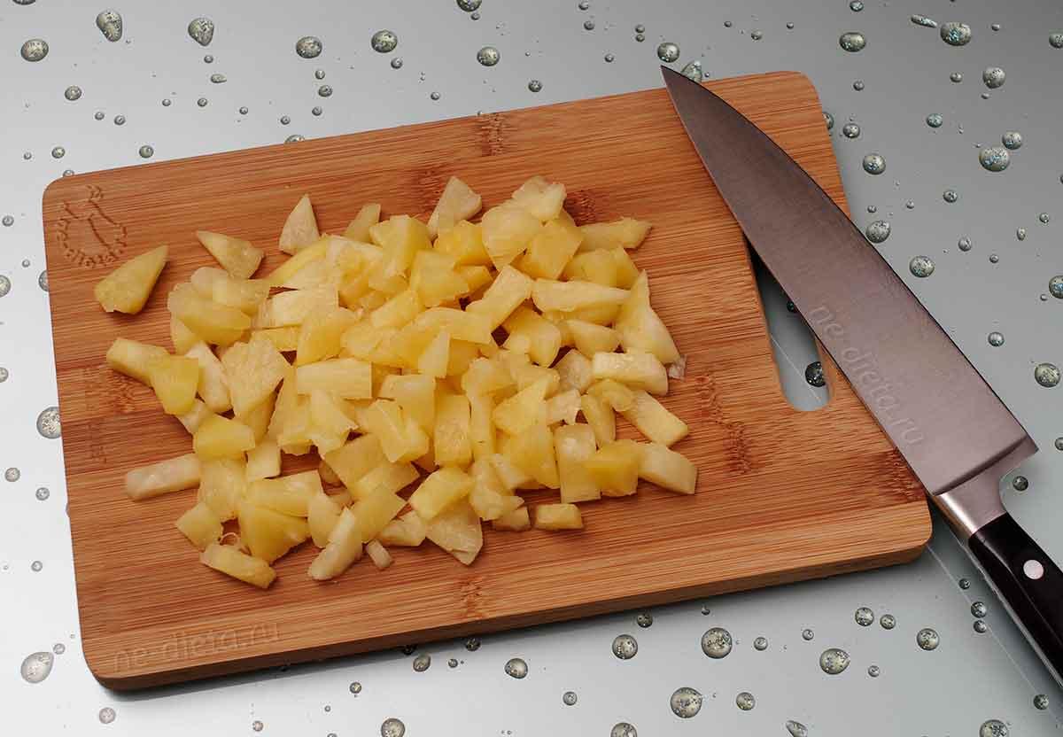 Консервированные ананасы порезать ломтиками