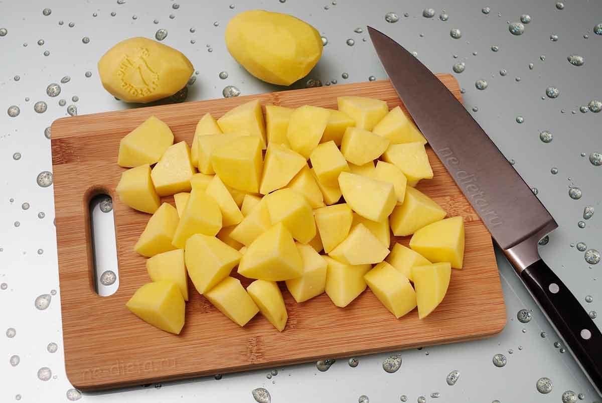 Картошку крупно порезать