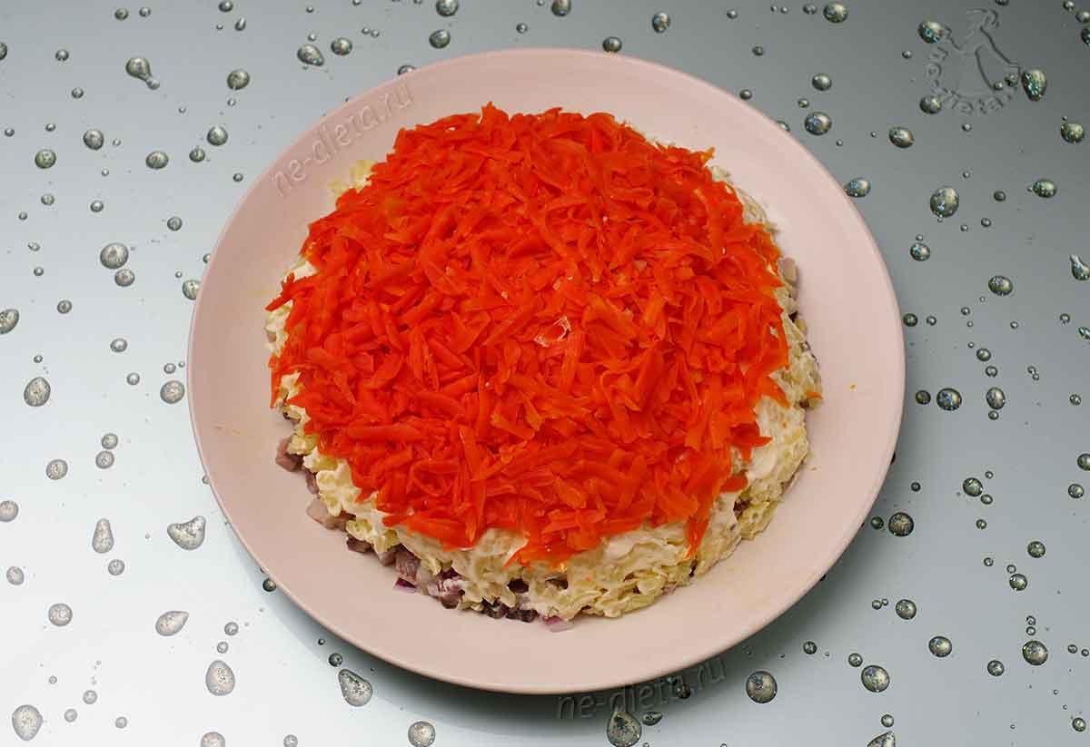 Положить тертую морковь