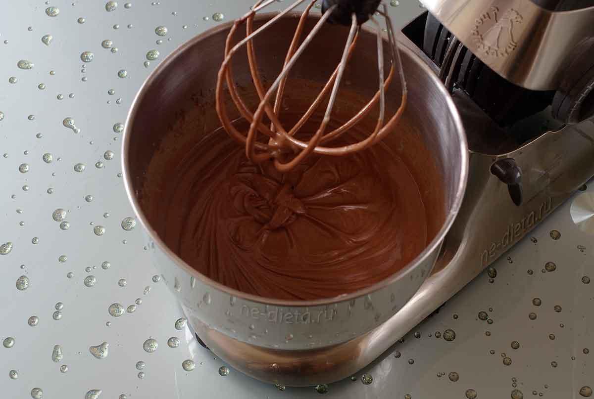 Тесто для шоколадного торта с малиной