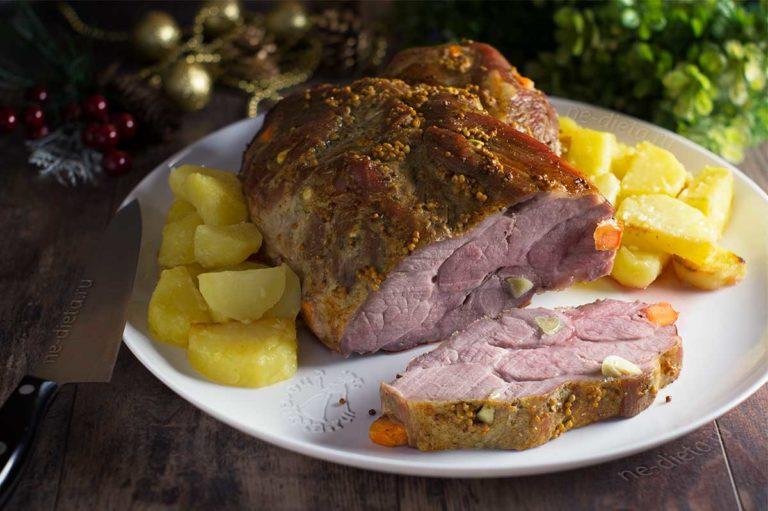 Запеченная в духовке свинина