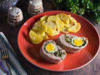 Рулет из индейки с яйцом