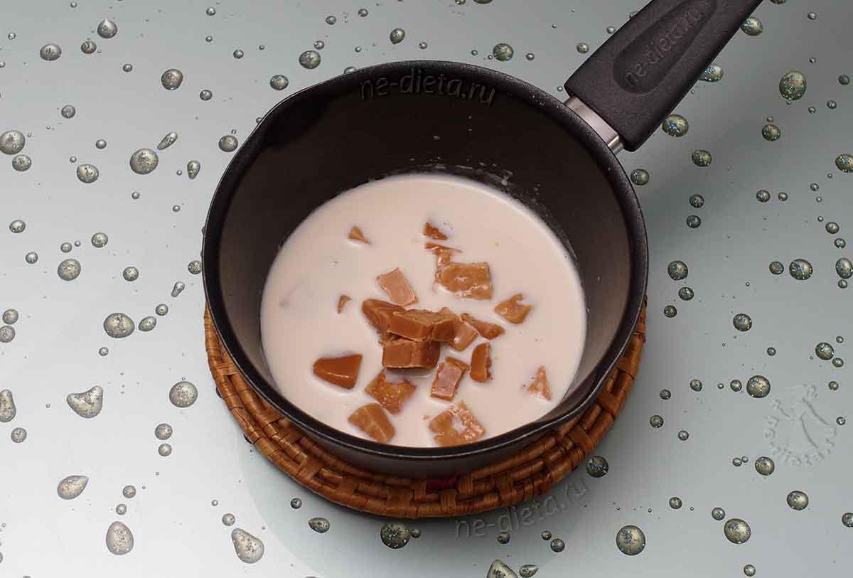Сливочные конфеты растворить в молоке
