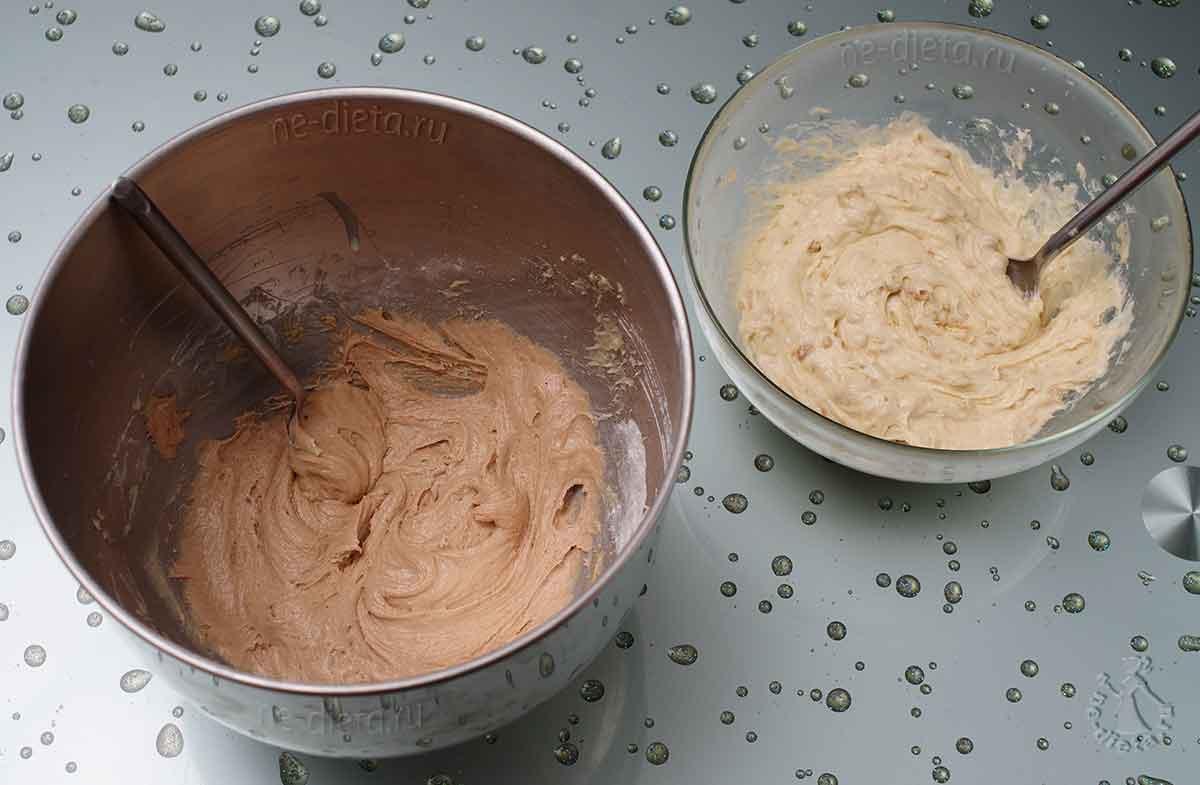 В половину теста добавить какао, а в другую - вино и орехи