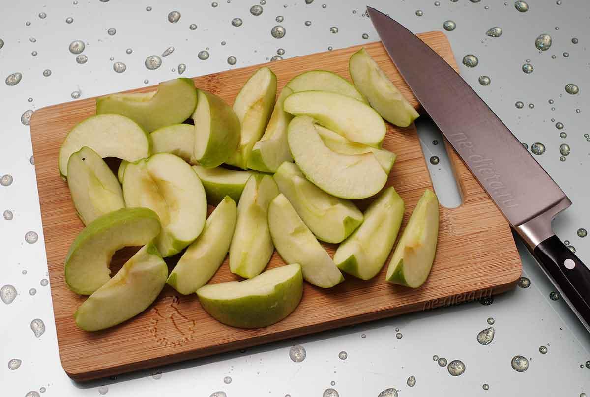 Яблоки порезать ломтиками