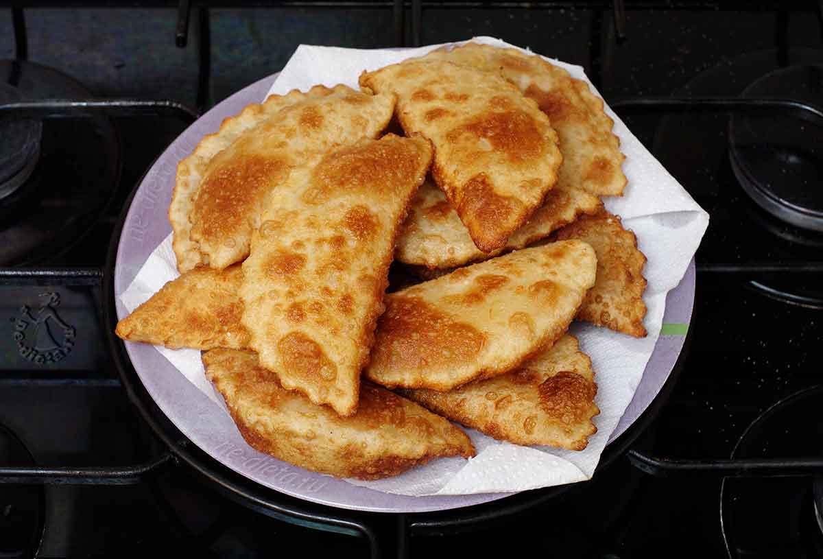 Пирожки с сыром жареные на сковороде