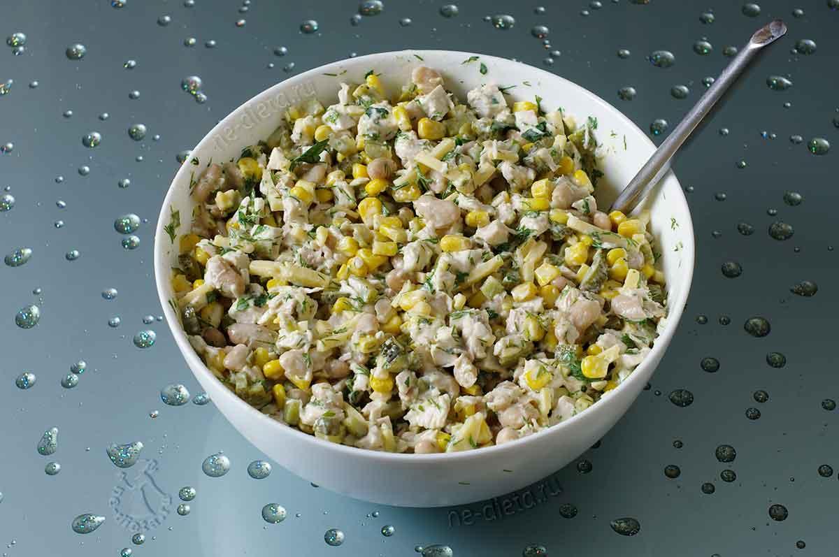 Салат с курицей и фасолью консервированной