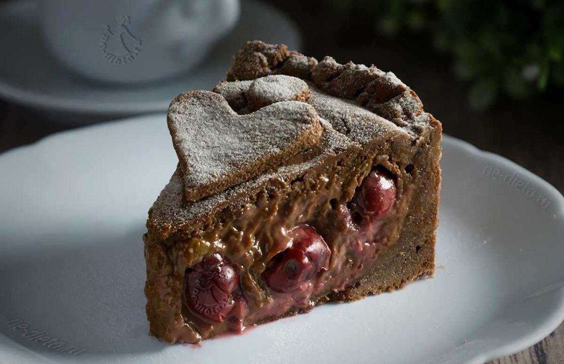 Баскский пирог с вишней