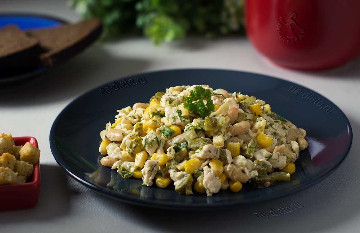 Салат с фасолью и курицей