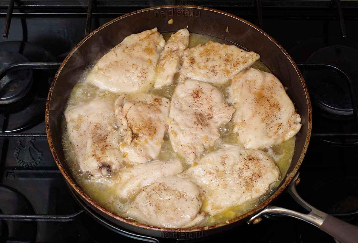 Потушить курицу до выпаривания воды