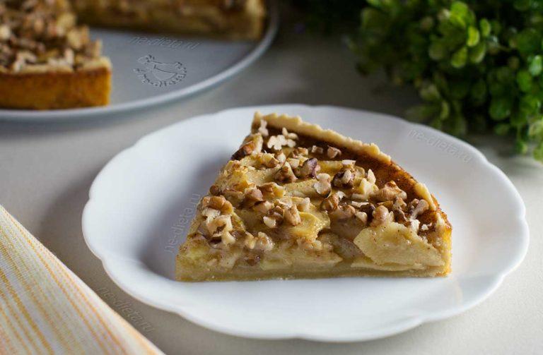 Пирог с яблоками и медовой заливкой