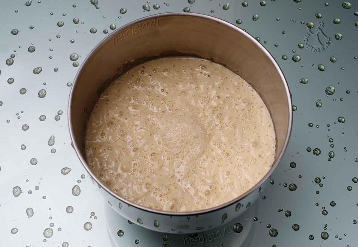 Тесто для оладий на дрожжах с яблоками