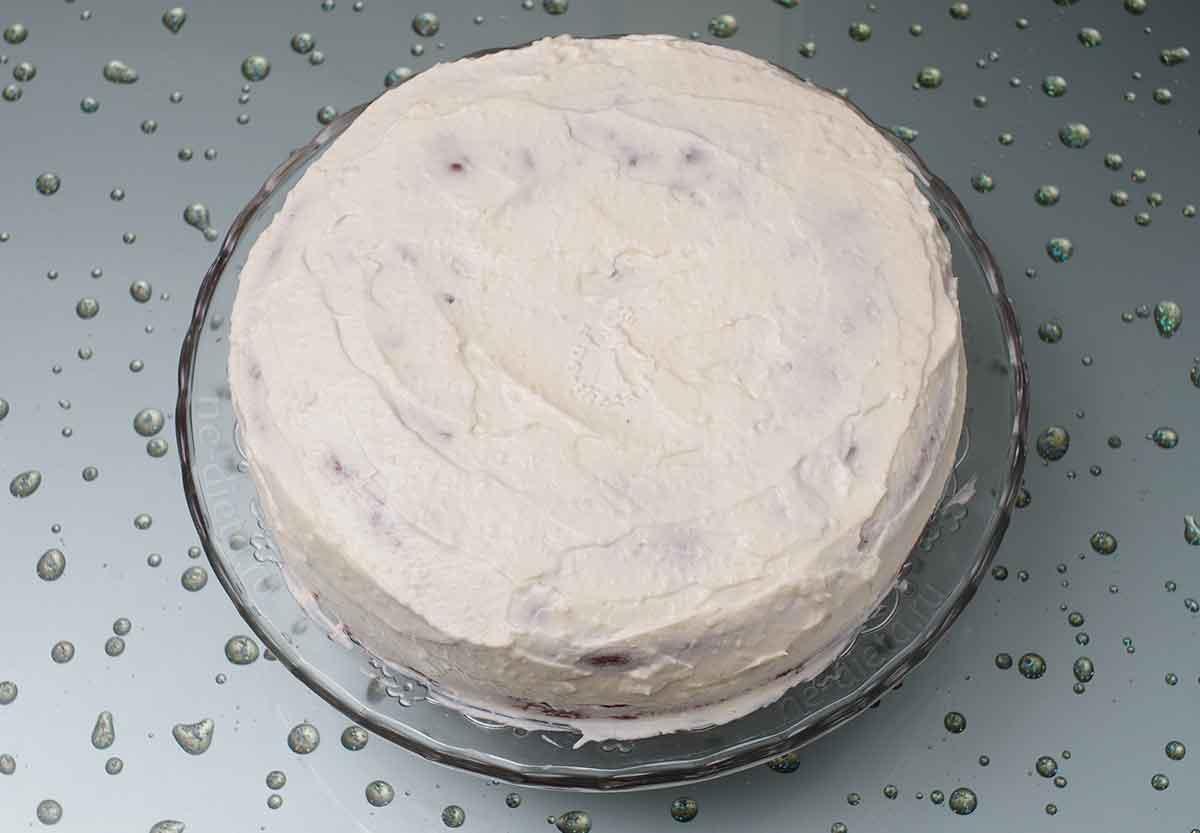 Торт обмазать взбитыми сливками