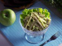 Салат с языком, огурцом и яблоком