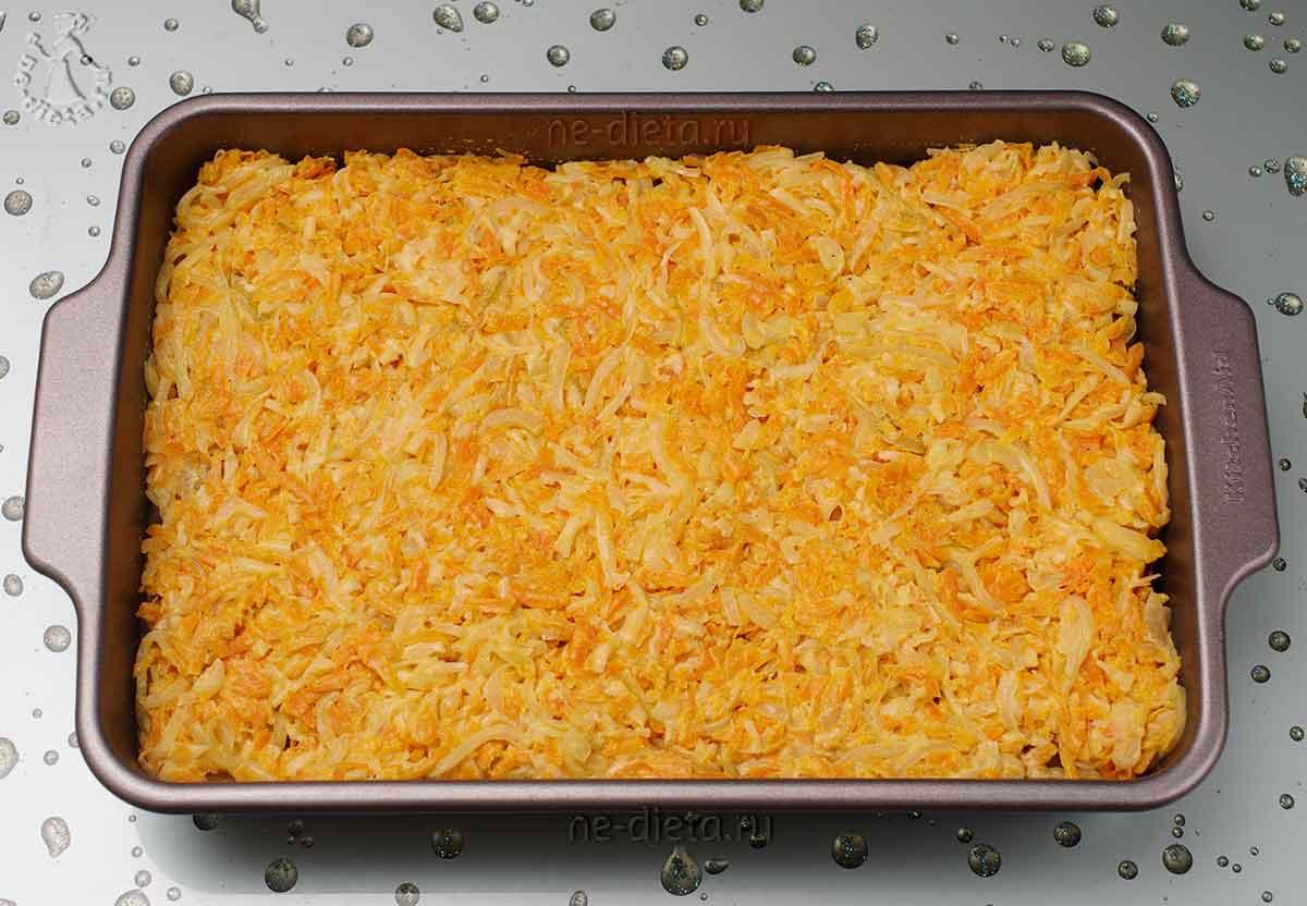 На куриное филе выложить сырно-овощную смесь