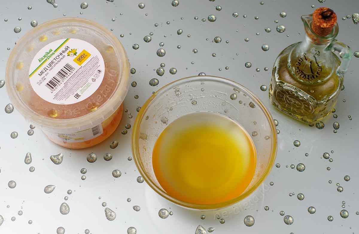 Мед смешать с растительным маслом