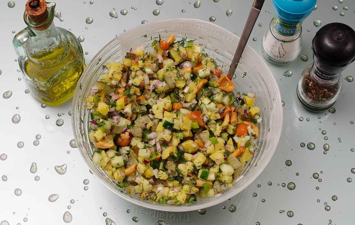 Постный салат с картошкой и грибами