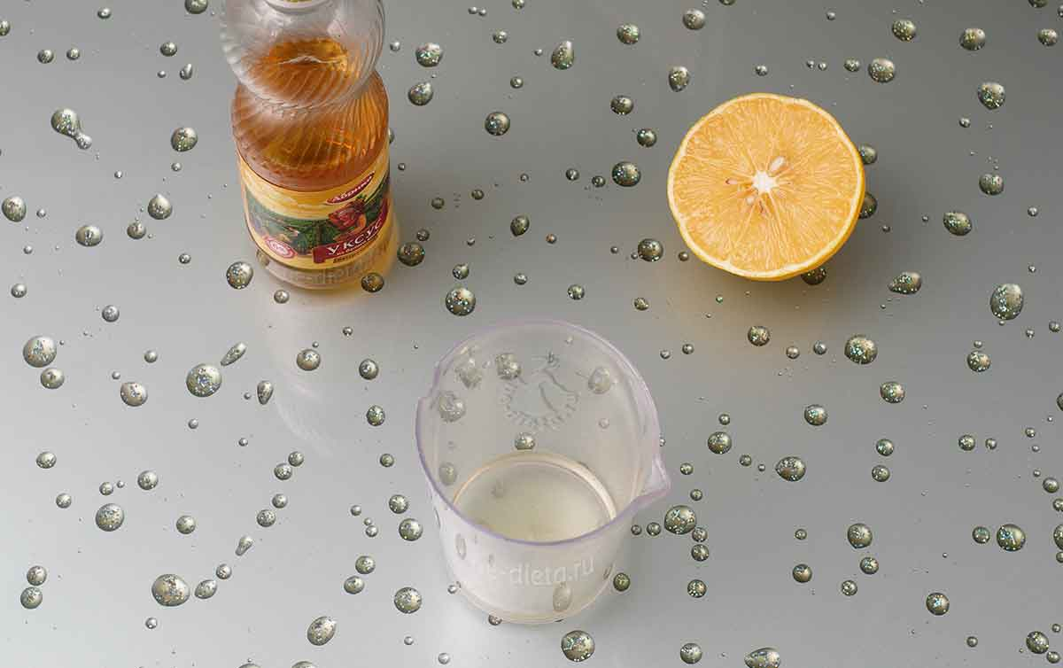 Вскипятить уксус и лимонный сок