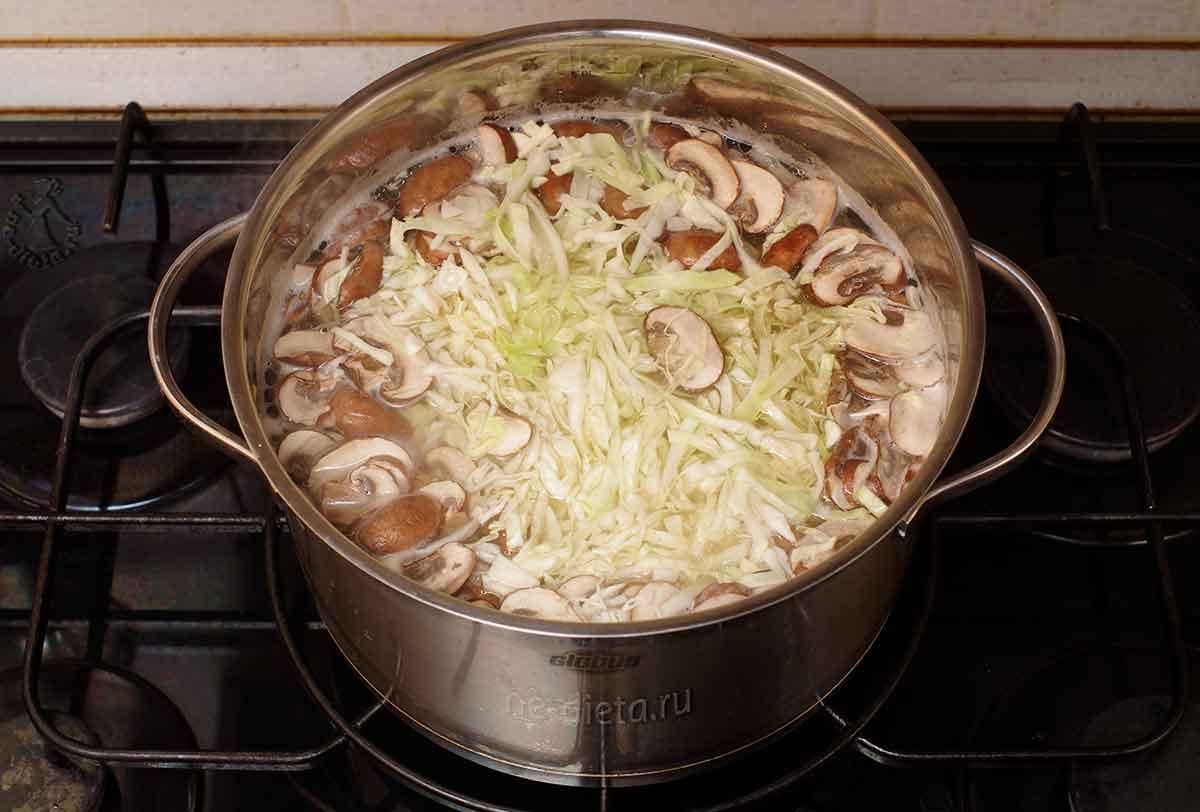 В суп положить грибы и капусту