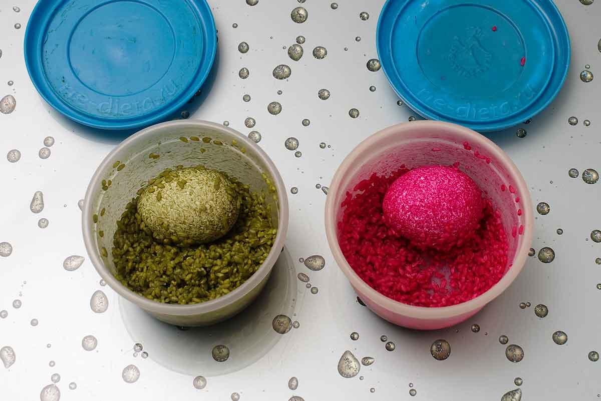 Окрасить яйцо в банке с рисом