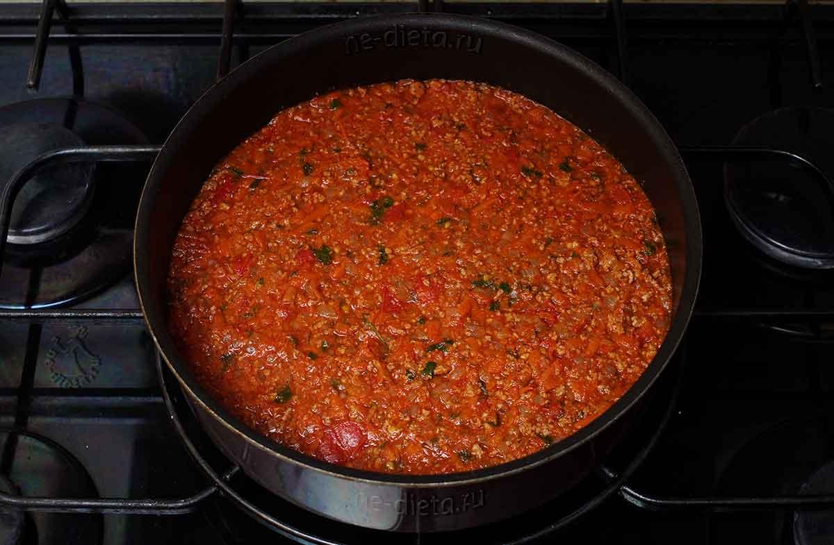 В форму выложить мясную начинку