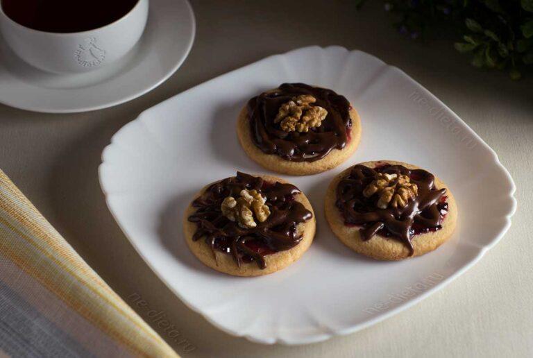 Песочное печенье с джемом и шоколадом