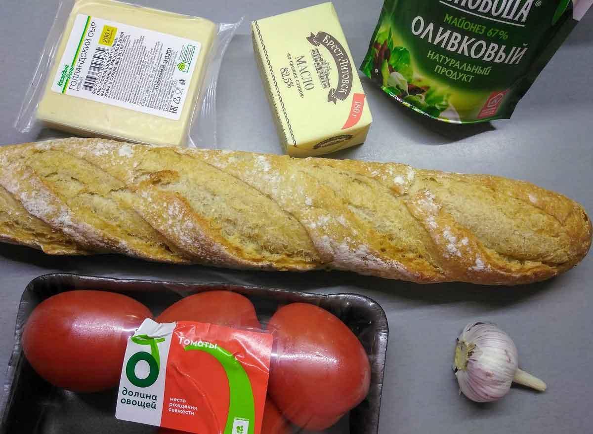 Ингредиенты для бутербродов с помидорами и сыром