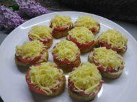Бутерброды с помидорами и сыром