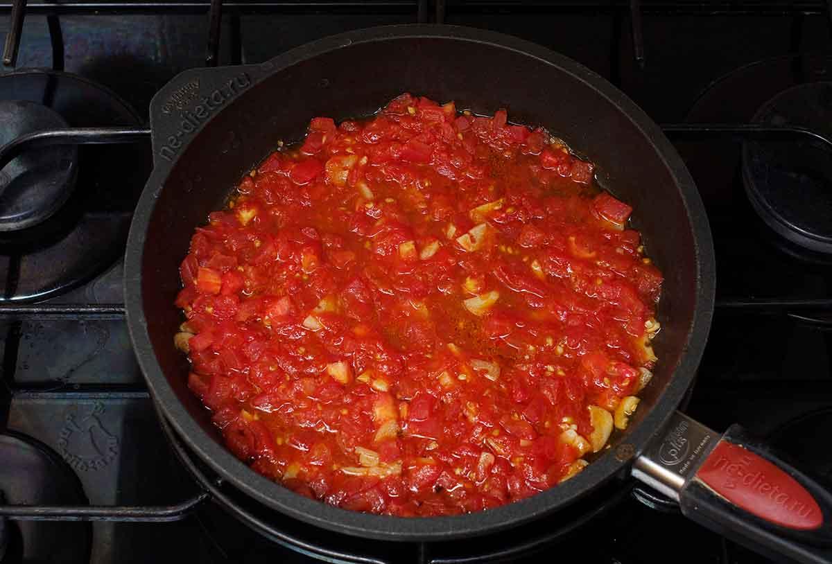 Обжарить томаты
