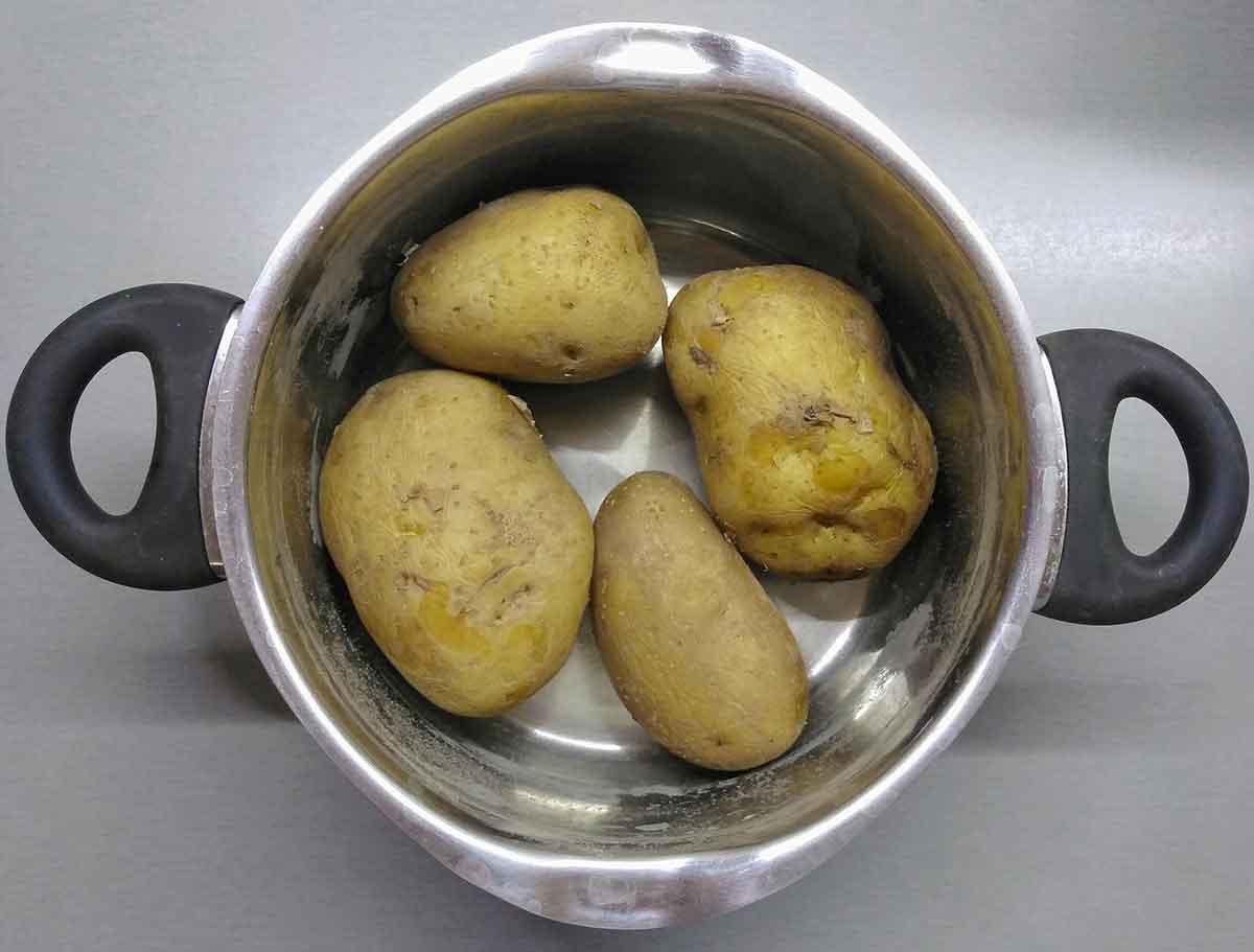 Картошку отварить