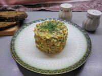 Салат с печенью и маринованными огурцами